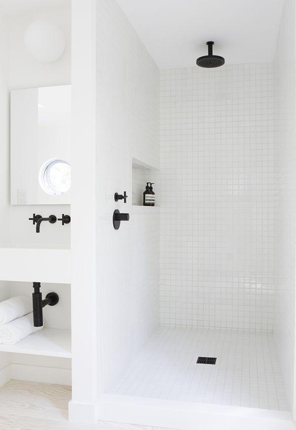 חדר רחצה לבן