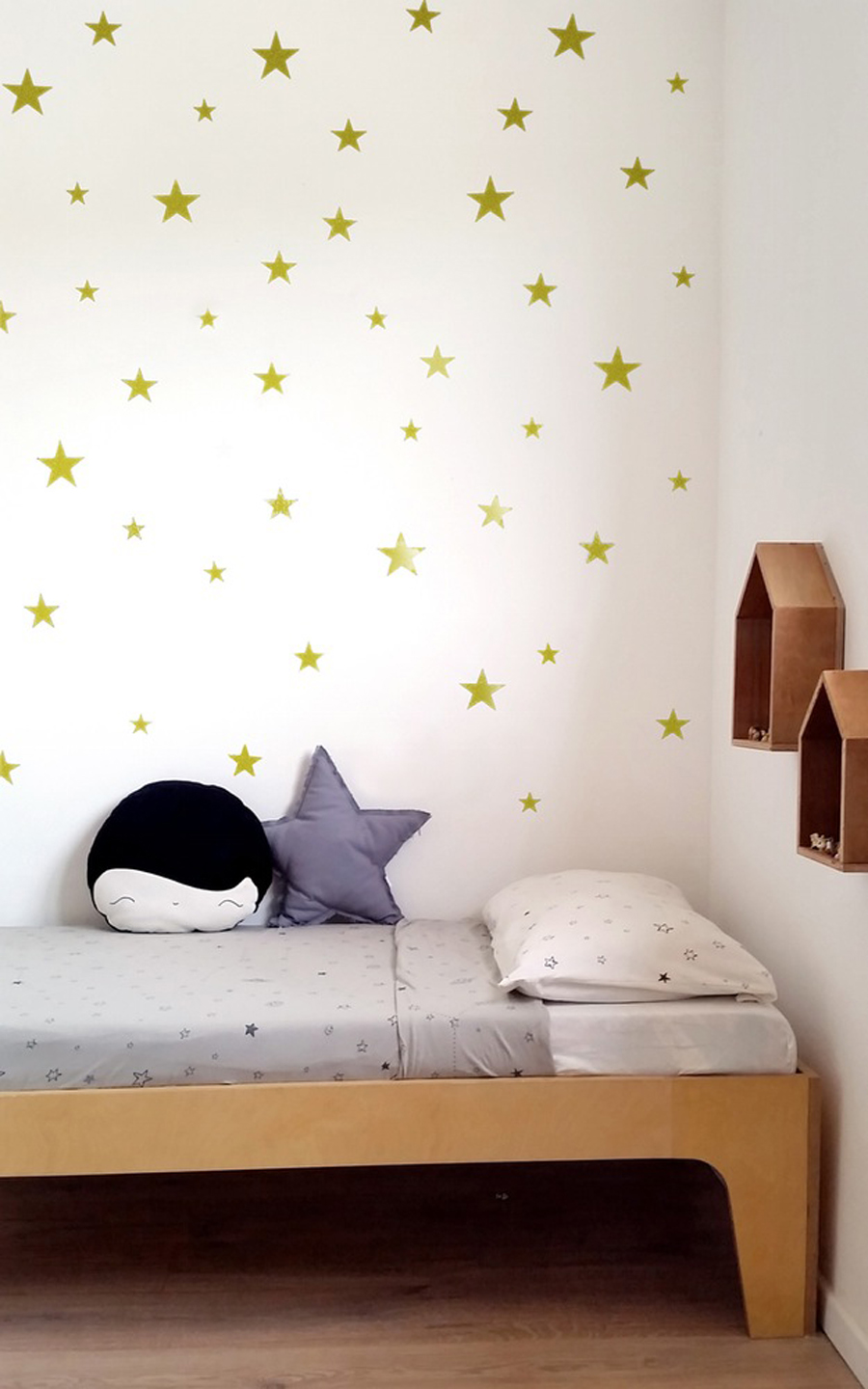 large_gold_star_wallstickers_tayostudio