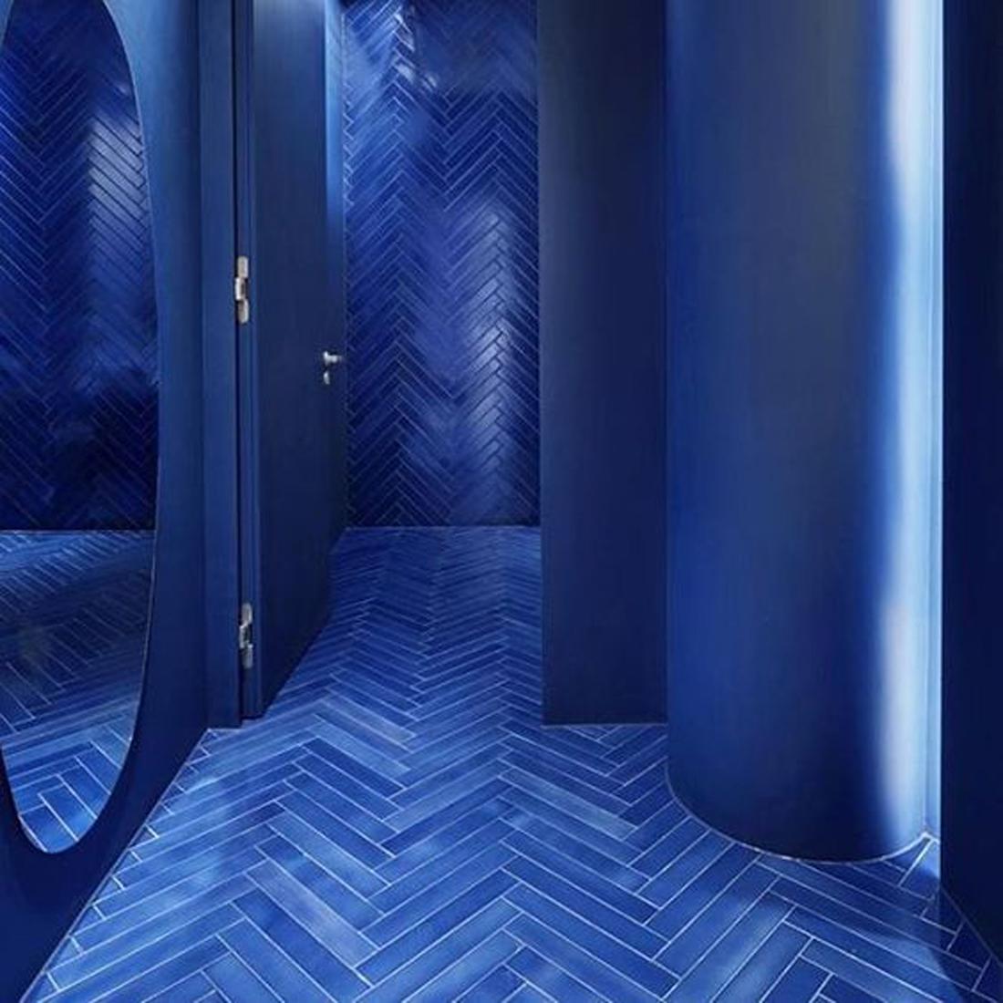 pantone, pantone color, hay design, studio IN2, IN2 Design, אדום כחול, טרנדים בצבע, מגמות וטרנדים בצבעים